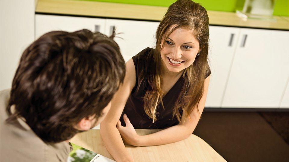 Junge Leute: Knapp bei Kasse
